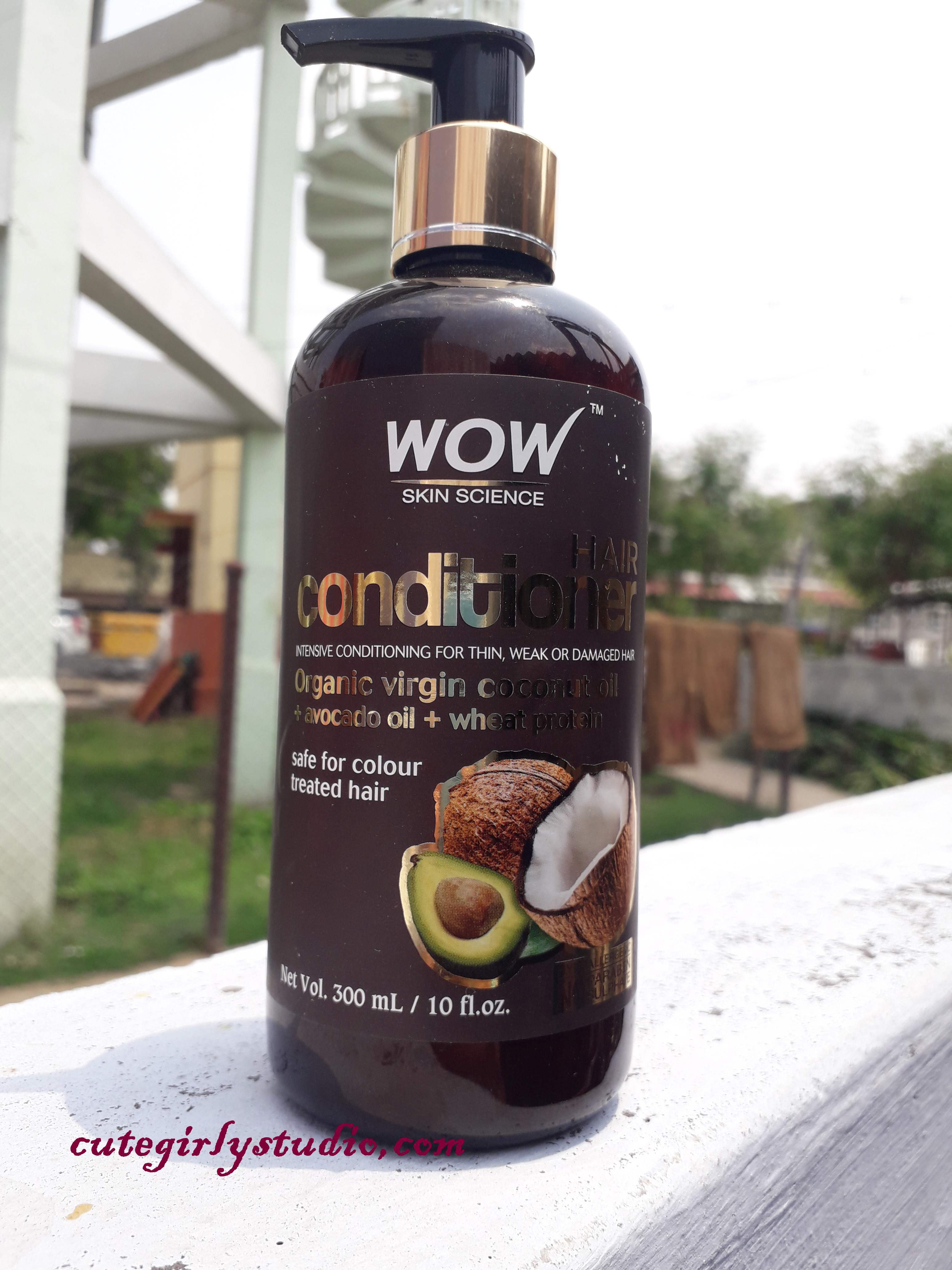 WOW skin science hair strengthening shampoo and WOW hair conditioner review