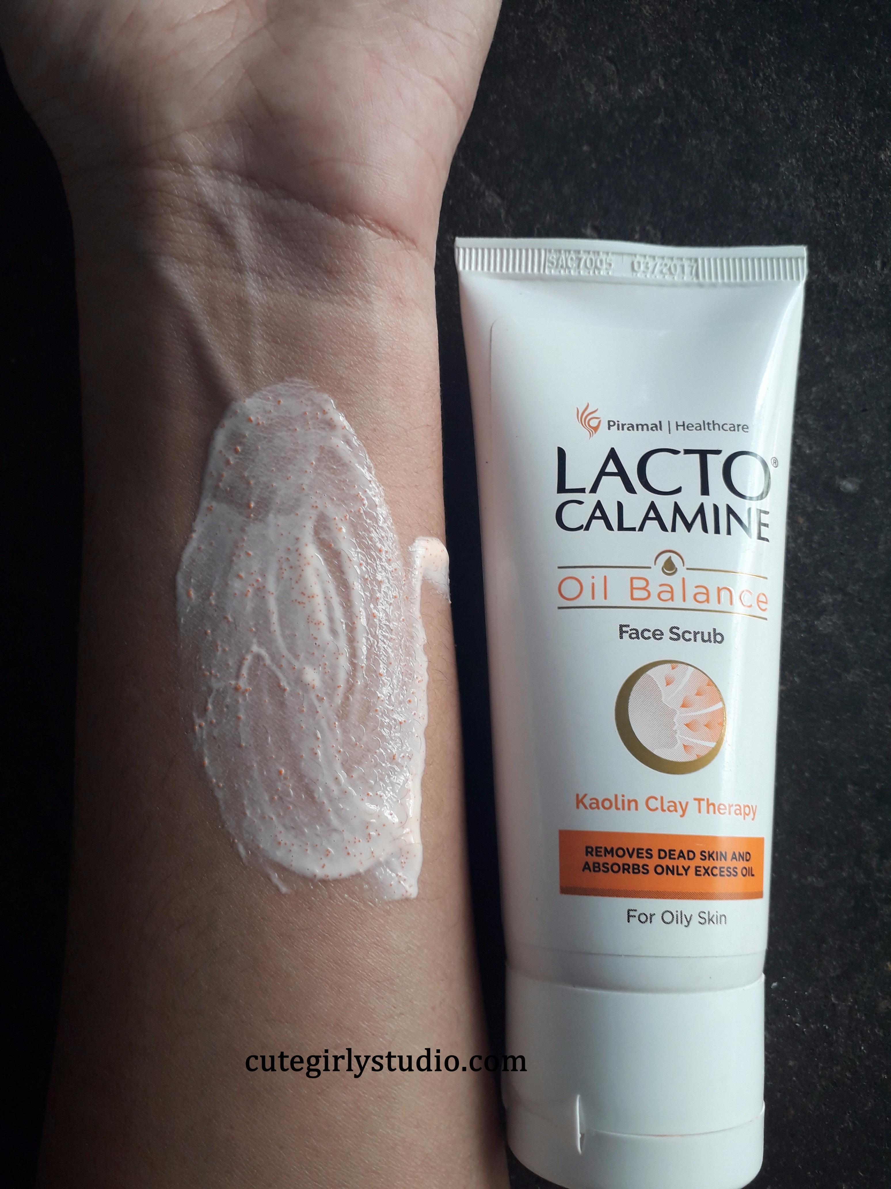 lacto calamine oil control face scrub swatch